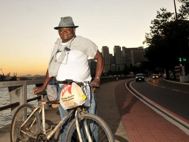 Joaquim ainda pedala todos os dias atrás do sonho de ser delegado (Foto: Fernando Madeira / A Gazeta)